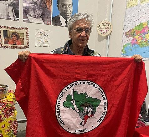 O cantor e compositor Caetano Veloso esteve no Armazém do Campo no Rio de Janeiro para participar da roda de samba antifascismo