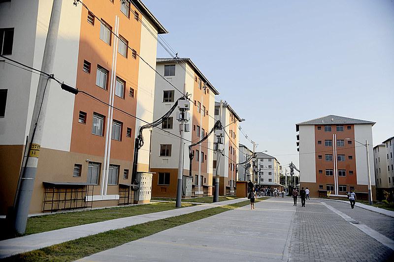 Conjunto construído pelo programa no Rio de Janeiro. Não há contratações para novas unidades para faixas de menor renda