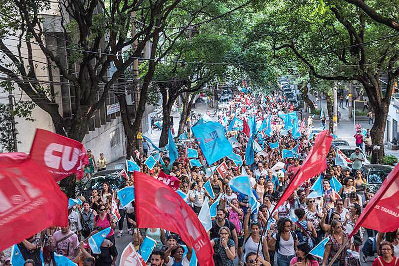 Em assembleia trabalhadores da educação decidem manter greve, deflagrada no dia 08 de março
