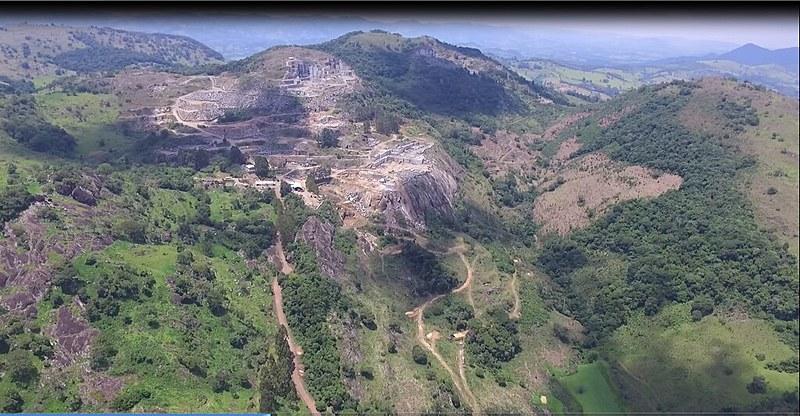 Atividade de mineração realizada na área de preservação da Pedra Branca