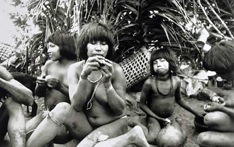 Registro fotográfico de indígenas brasileiros feito pelo antropólogo Claude Lévi-Strauss