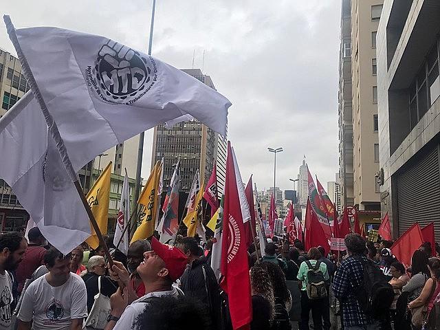 """""""Toda propriedade deveria cumprir sua função social até então, mas Bolsonaro e seus pares decretam guerra contra sociedade civil organizada"""""""
