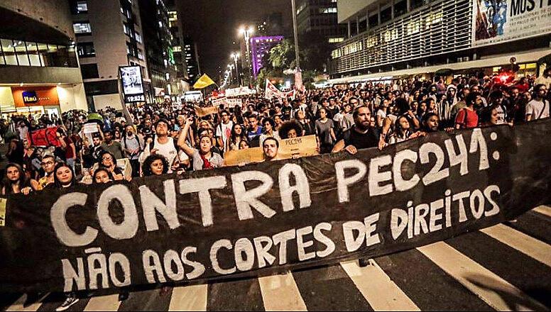 Manifestação na Avenida Paulista contra a PEC do Fim do Mundo, atual Emenda Constitucional 95